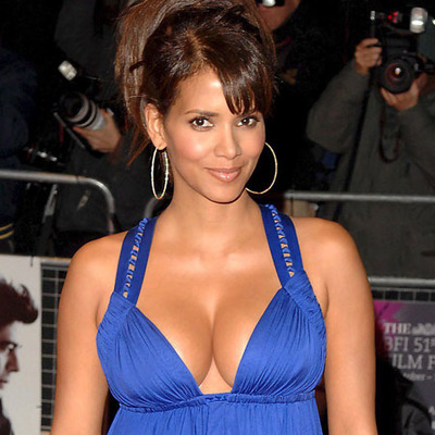 10 Of The Hottest Celebrity Moms